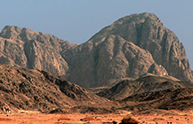 The Extreme Hiking Trip to the Porphyry Mountains - Red Sea Bulletin March/April 2015