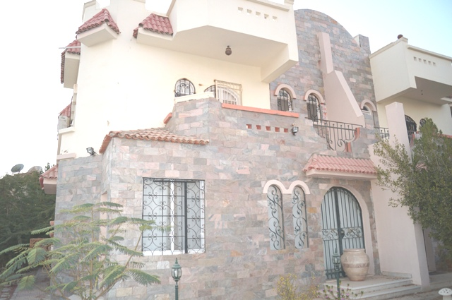 1/2 Villa with 3 Bedrooms and Private Garden